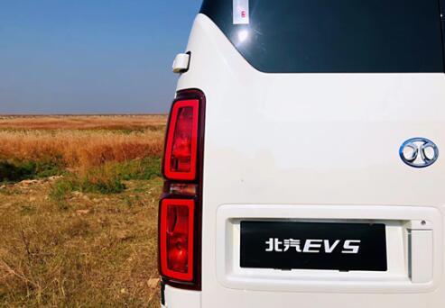 北汽EV5